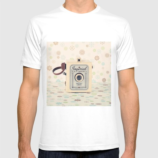 Retro Film Camera on Beige - Cream Pattern Background  T-shirt