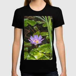 Exquisite water lily T-shirt