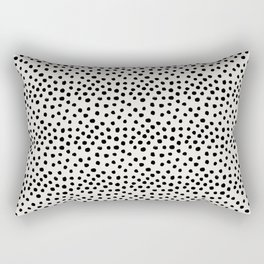 Preppy brushstroke free polka dots black and white spots dots dalmation animal spots design minimal Rechteckiges Kissen