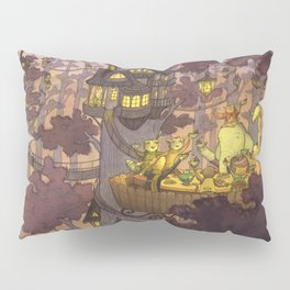 Treehouse Dinner With Animal Friends Pillow Sham