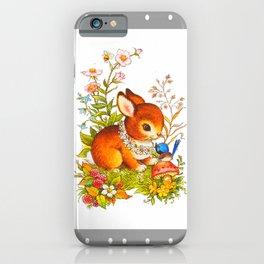 Et du milieu des fleurs surgit un lapin brun iPhone Case