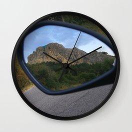 la montagna in uno specchio Wall Clock