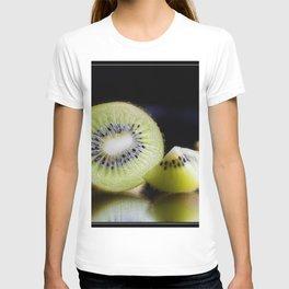 Sliced Kiwi Fruit - Kitchen or Cafe Decor T-shirt