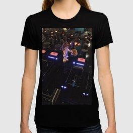 Girls Love to DJ T-shirt
