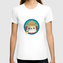 Dog detective with magnifying glass T-shirt