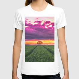 Lonely Tree On Meadow At Beautiful Evening Red Ultra HD T-shirt