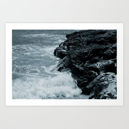 Crashing Waves On Rocks Art Print