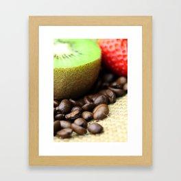 Kaffeebohnen Kivi Erdbeere Coffee beans strawberry Framed Art Print
