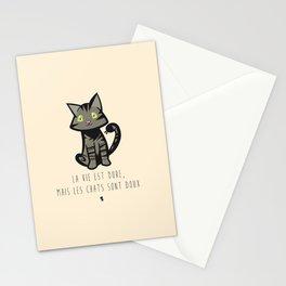 La vie est dure, mais les chats sont doux Stationery Cards