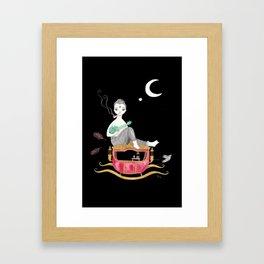 En su carroza flotante Framed Art Print