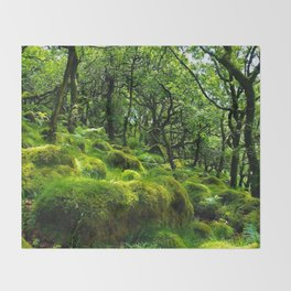 MOSSY ROCK ENGLISH FOREST Throw Blanket