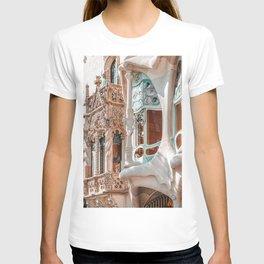Casa Batllo, Antoni Gaudi Architecture, Barcelona City Print, Famous Landmark, Travel Print, House Facade, Modernist Building, Spanish Organic Motifs T-shirt