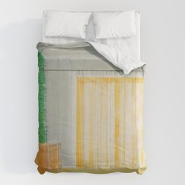 lively wallpaper Comforters