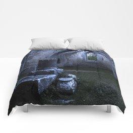 What lies in ruin Comforters