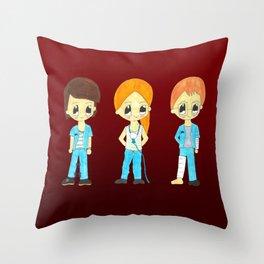 Dani, Mariona i Lucas Throw Pillow
