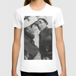 Medic giving first aid to soldier in Belgium World War II T-shirt
