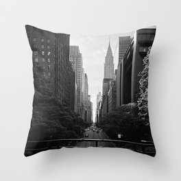 A perfect New York City stroll Throw Pillow