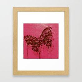 Papillon macabre Framed Art Print