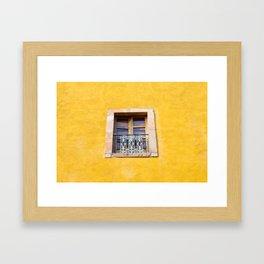 Ventana con marco de piedra Framed Art Print