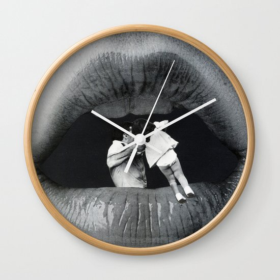 Boca De Lobo Wall Clock