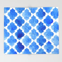 Quatrefoil pattern in shades of blue Throw Blanket