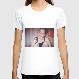 Home Alone Smoking (T-shirt) T-shirt