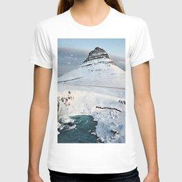 Kirkjufell Mount 4k Kirkjufellsfoss winter icelandic landmarks cliffs Grundarfjordur Iceland Europe HDR T-shirt