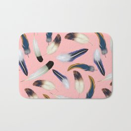 Pattern with feathers on a pink background Bath Mat