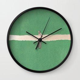 Unhold Wall Clock