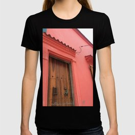 Cartagena is Peachy, Colombia, South America. Coral Pink Building with Ornate Lizard design T-shirt