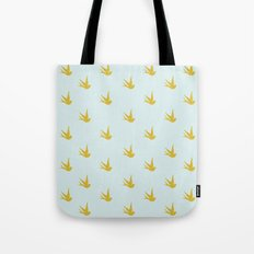 The heart that loves Tote Bag