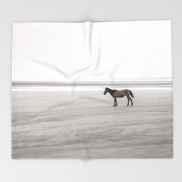Horse a la playa Throw Blanket