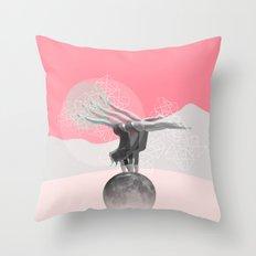 L'équilibre Throw Pillow