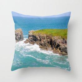 Port Gaverne - Castle Rock Bench Throw Pillow