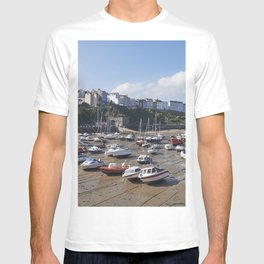 Boats in Tenby Harbour at low tide. Wales, UK. T-shirt