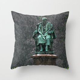 Monument in the rain | Denkmal im Regen Throw Pillow