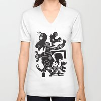 tote bag V-neck T-shirts featuring Tote Um by Ray Moore