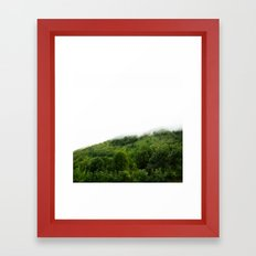 Les monts brumeux Framed Art Print