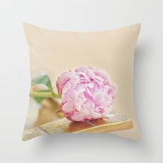 PEONY WITH GOLD Throw Pillow