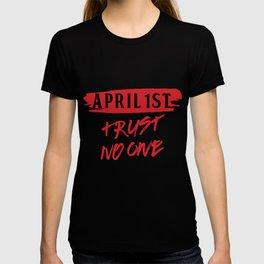 Trickster Prankster Jokester Lier April 1st April Fools Trust No One T-shirt