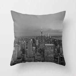Manhattan sunset. Black and white photo Throw Pillow