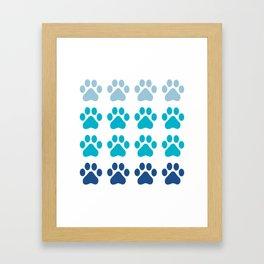 Huellas de gato Framed Art Print
