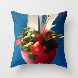 Federleicht. Throw Pillow