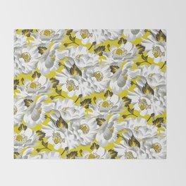 Mount Cook Lily - Yellow/White Throw Blanket