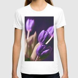 DARK LILA TULIPS T-shirt