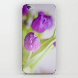 Tulipanes morados.  iPhone Skin