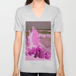 Shells and starfishes in pink Unisex V-Neck