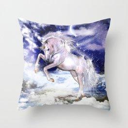 Einhorn in den Wolken Throw Pillow