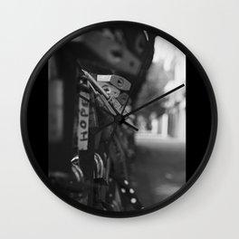 DESEOS ENCADENADOS... Wall Clock