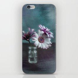 Dasies in vial Art iPhone Skin